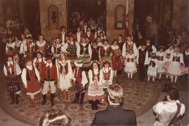 pic709-1978-childrens-group-state-house.jpg